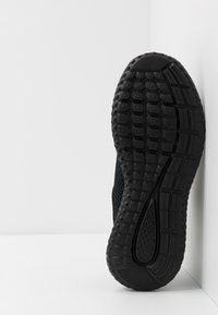 Champion - LOW CUT SHOE SPRINT - Zapatillas de running neutras - triple black - 4