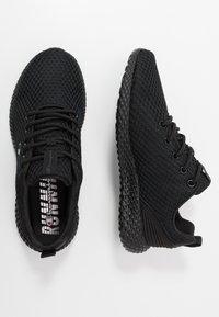 Champion - LOW CUT SHOE SPRINT - Zapatillas de running neutras - triple black - 1