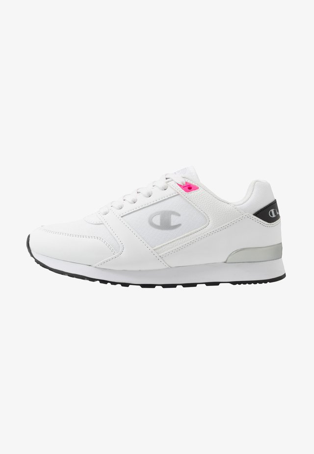 LOW CUT SHOE - Sports shoes - white