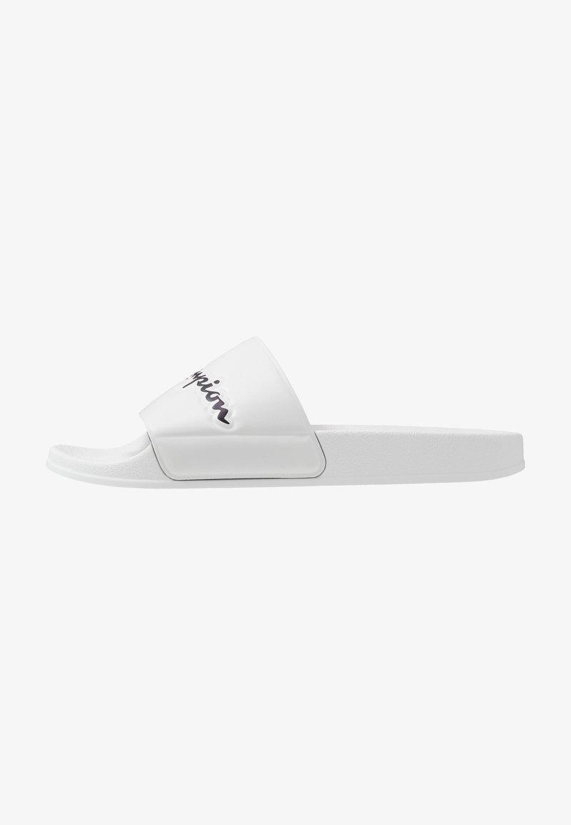 Champion - SLIDE VARSITY 2.0 - Sandały kąpielowe - white
