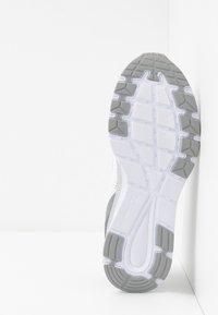 Champion - LOW CUT SHOE JANE - Sports shoes - white - 4