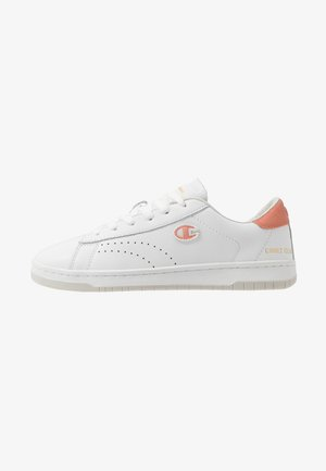 LOW CUT SHOE COURT CLUB PATCH - Obuwie treningowe - white
