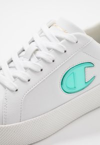 Champion - LOW CUT SHOE ERA GEM - Sports shoes - white/mint - 5