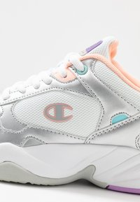 Champion - LOW CUT SHOE PHILLY - Obuwie treningowe - white/grey/pink - 5
