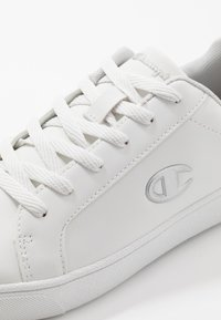 Champion - LOW CUT SHOE ALEX  - Obuwie treningowe - white/silver metallic - 5