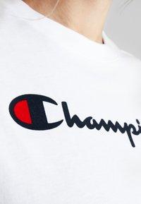 Champion - CREWNECK  - Triko spotiskem - white - 5