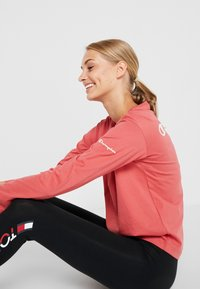 Champion - LONG SLEEVE - Long sleeved top - red - 3