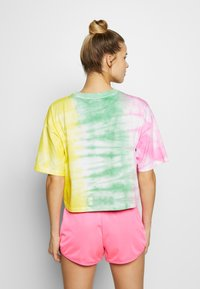 Champion - CREWNECK - Print T-shirt - yellow - 2