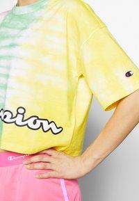 Champion - CREWNECK - Print T-shirt - yellow - 4
