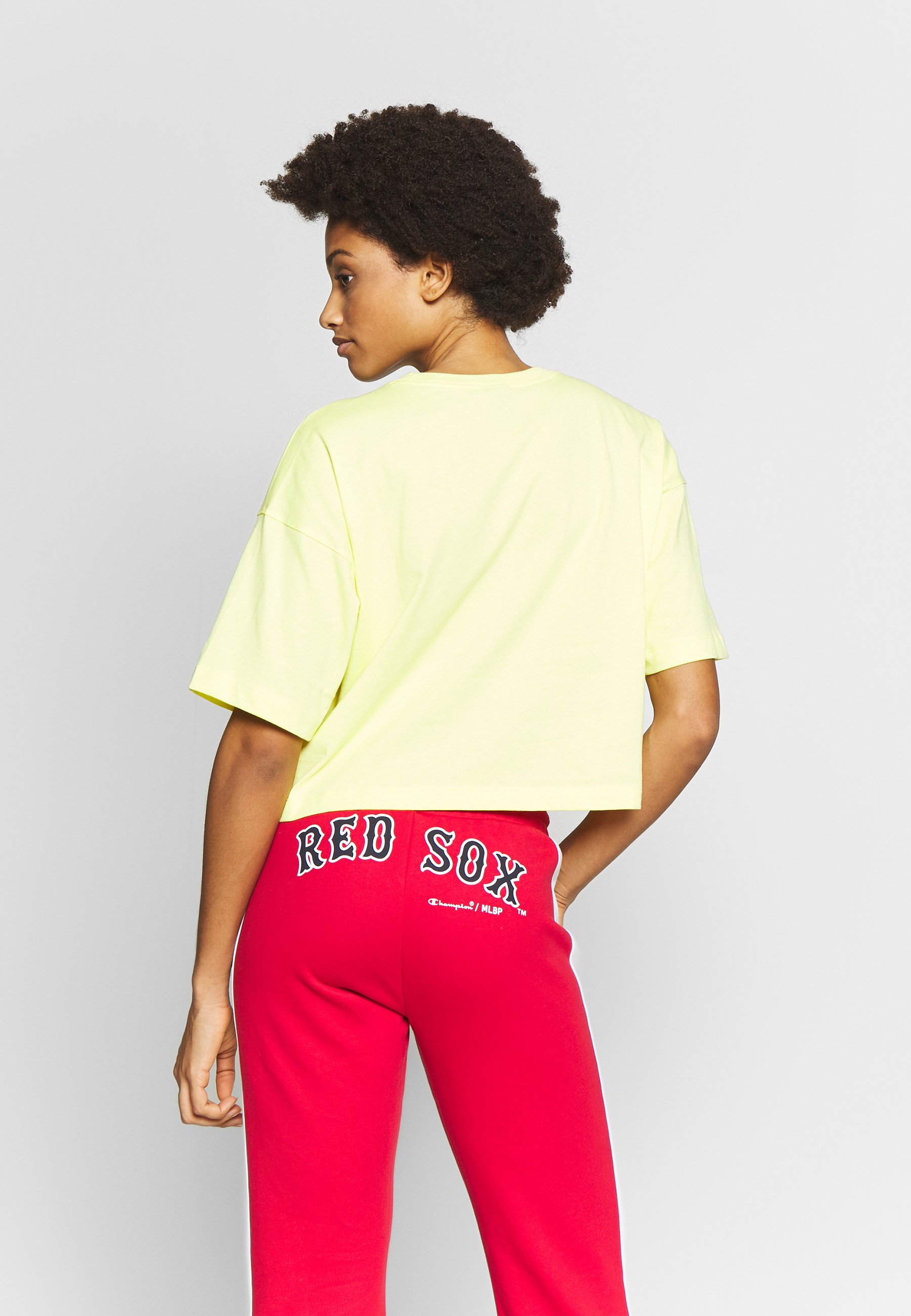 Champion CREWNECK  - T-shirts med print - yellow