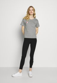 Champion - CREWNECK - Print T-shirt - grey melange - 1