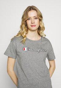 Champion - CREWNECK - Print T-shirt - grey melange - 4