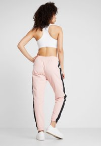 Champion - ELASTIC CUFF PANTS - Pantalon de survêtement - pink - 2