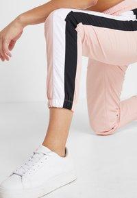 Champion - ELASTIC CUFF PANTS - Pantalon de survêtement - pink - 3