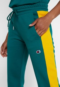 Champion - MLB BOSTON RED SOX STRAIGHT PANT - Pantalon de survêtement - green - 6