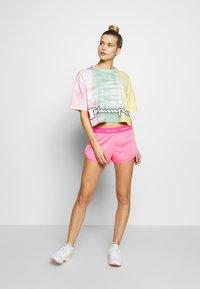 Champion - SHORTS - Sports shorts - neon pink - 1
