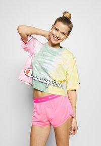 Champion - SHORTS - Urheilushortsit - neon pink - 3