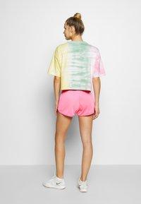 Champion - SHORTS - Sports shorts - neon pink - 2