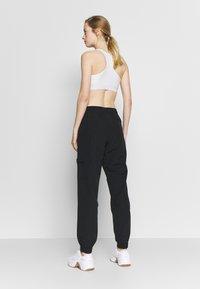 Champion - ELASTIC CUFF PANTS - Teplákové kalhoty - black - 2
