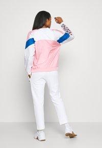 Champion - CREWNECK - Long sleeved top - pink - 2