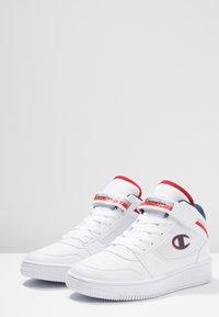 Champion - MID CUT SHOE REBOUND VINTAGE - Basketbalové boty - white - 2