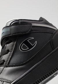 Champion - MID CUT SHOE REBOUND VINTAGE - Basketbalschoenen - black - 5