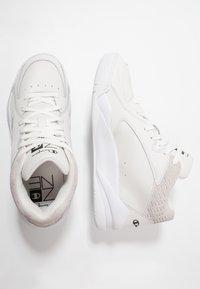 Champion - Basketsko - white - 1