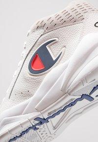 Champion - Basketsko - white - 5