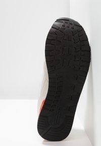 Champion - C.J. - Chaussures d'entraînement et de fitness - white/red/royal blue - 4