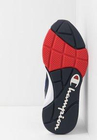 Champion - LOW CUT SHOE LEXINGTON - Sportovní boty - blu/red - 4