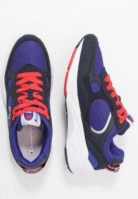 Champion - LOW CUT SHOE LEXINGTON - Sportovní boty - blu/red - 1