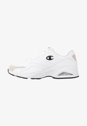 LOW CUT SHOE FLASH - Sportschoenen - triple white