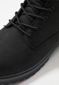 Champion - MID CUT SHOE UPSTATE 3.0 - Chaussures de marche - black - 5