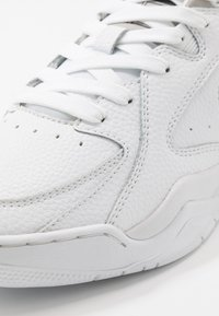 Champion - LOW CUT SHOE ZONE - Koripallokengät - white