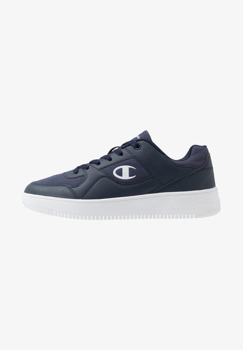 Champion - LOW CUT SHOE REBOUND - Basketball shoes - navy