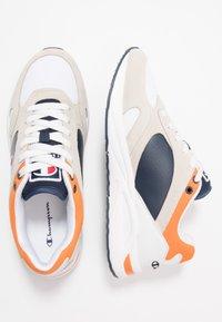 Champion - MID CUT SHOE NEW TORRANCE - Sportschoenen - white/navy/orange - 1