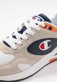 Champion - MID CUT SHOE NEW TORRANCE - Sportschoenen - white/navy/orange - 5