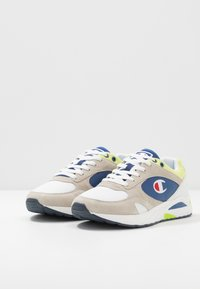 Champion - MID CUT SHOE NEW TORRANCE - Obuwie treningowe - white/royal/lime - 2