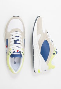 Champion - MID CUT SHOE NEW TORRANCE - Obuwie treningowe - white/royal/lime - 1