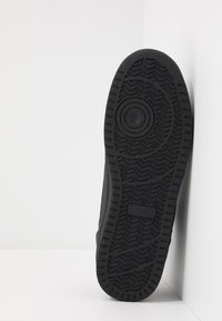 Champion - LOW CUT SHOE CHICAGO - Matalavartiset tennarit - new black - 4