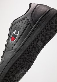 Champion - LOW CUT SHOE CHICAGO - Matalavartiset tennarit - new black - 5