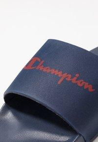 Champion - BELIZE - Pantoffels - navy/red - 5