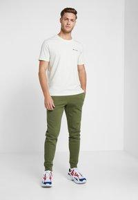 Champion - CREWNECK - Basic T-shirt - off white - 1