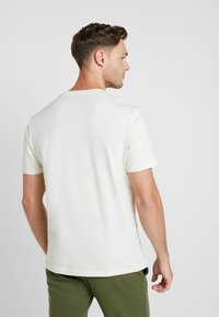 Champion - CREWNECK - Basic T-shirt - off white - 2