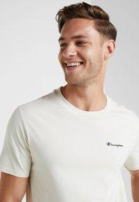 Champion - CREWNECK - Basic T-shirt - off white - 3