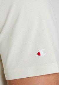 Champion - CREWNECK - Basic T-shirt - off white - 5