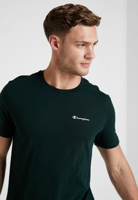 Champion - CREWNECK - Camiseta básica - dark green - 3