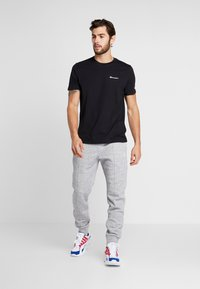 Champion - CREWNECK - T-shirt - bas - black - 1
