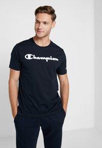 Champion - CREWNECK - Triko spotiskem - dark blue - 0