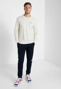 Champion - LONG SLEEVE CREWNECK - Long sleeved top - off-white - 1